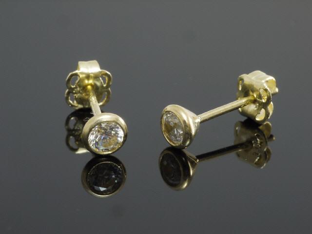 333 Gold Ohrstecker mit 3 Krappen 4 mm Grösse mit  Rubinen